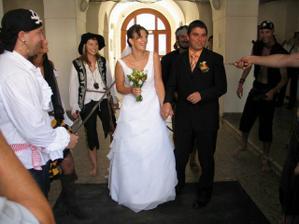 Hned na radnici mi piráti skoro zapíchli manžela :-)