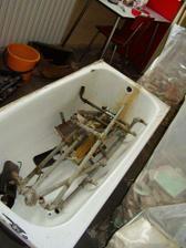 Stará vana - připravená do šrotu