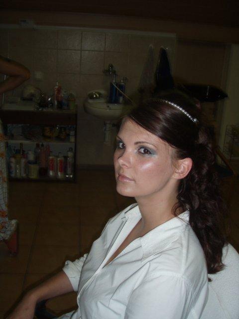 Už sa to blíži :o))) - skúška účesu a make-upu