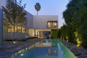 West Hollywood, Norwich Drive Residence od Clive Wilkinson Architects - další domček na malom uzkom pozemku, ktory sa otvara exterieru- tentokrat s bazenom