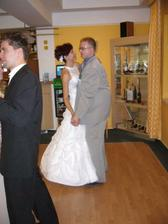 Taneček s ženichovým svědkem a společným kamarádem Ivoškem