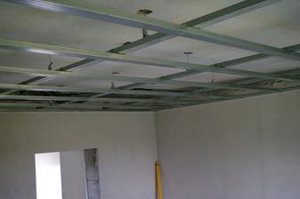 """a dnes som naučil ako riešiť sadrokartónové stropy .... za cenu """"pánov majstrov"""" som bol aj donútený ... keď som to zrátal, 250€ ušetrených, konštrukcia za 3,5 hod hotová, niektorí majú pekný biznis :-)"""