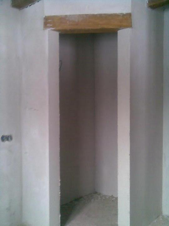 ..domcek - moja spajzicka s drevennym prekladom :d