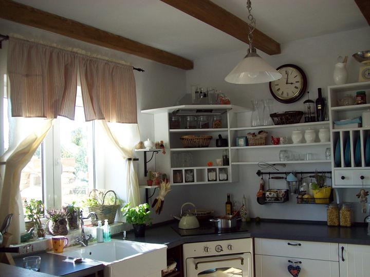 Drevo a biela v kuchyni - Obrázok č. 76
