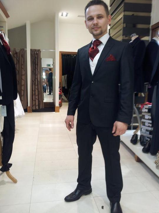 Co uz mame.... - Oblek Benetti, tapanky Bugatti, 2 kosele, vesta a kravata zdarma, vsetko spolu 225 eur obchod  patrick bourke   :-)