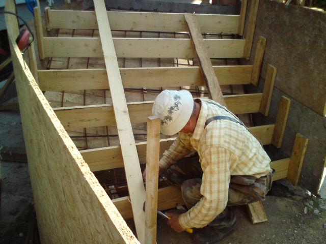 suffo - Dokončovanie pri zašalovaní točitých schodov a armovacích prácach