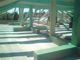 Váha strechy rozložená na  krížoch