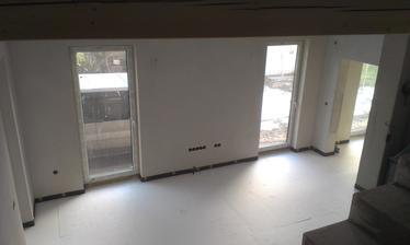 Pohlad zo schodov do obývačky