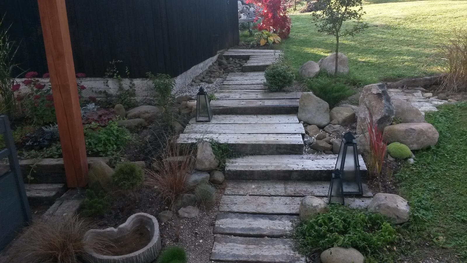 PRE POHLADENIE DUŠE A POTEŠENIE OČÍ - Záhradný architekt zo mňa nebude, ale sú to moji miláčikovia :-)