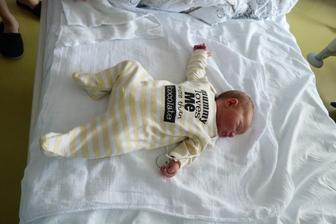 moje beruška 2 dny po porodu . Čekala jsem že budu mít malé mimuško a taaaková velká slečna se mi narodila :-)