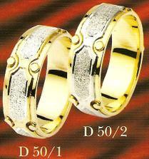Podobné prstýnky jsou ve výrobě - vybíral ženich