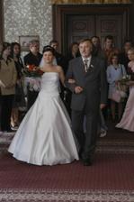 ...a tatínek nevěstu