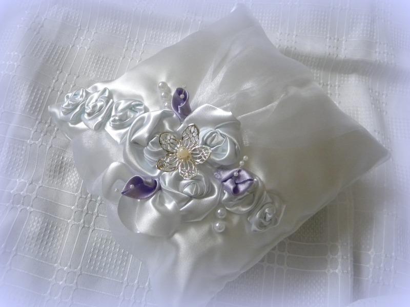 bielo-fialový vankúšik-kvet,pošta v cene - Obrázok č. 1