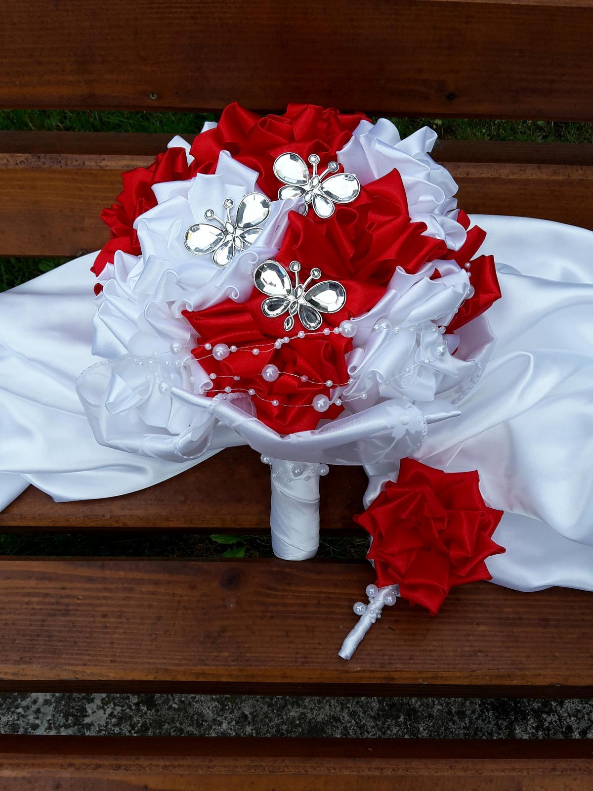Červeno biela kytička, pošta v cene - Obrázok č. 1