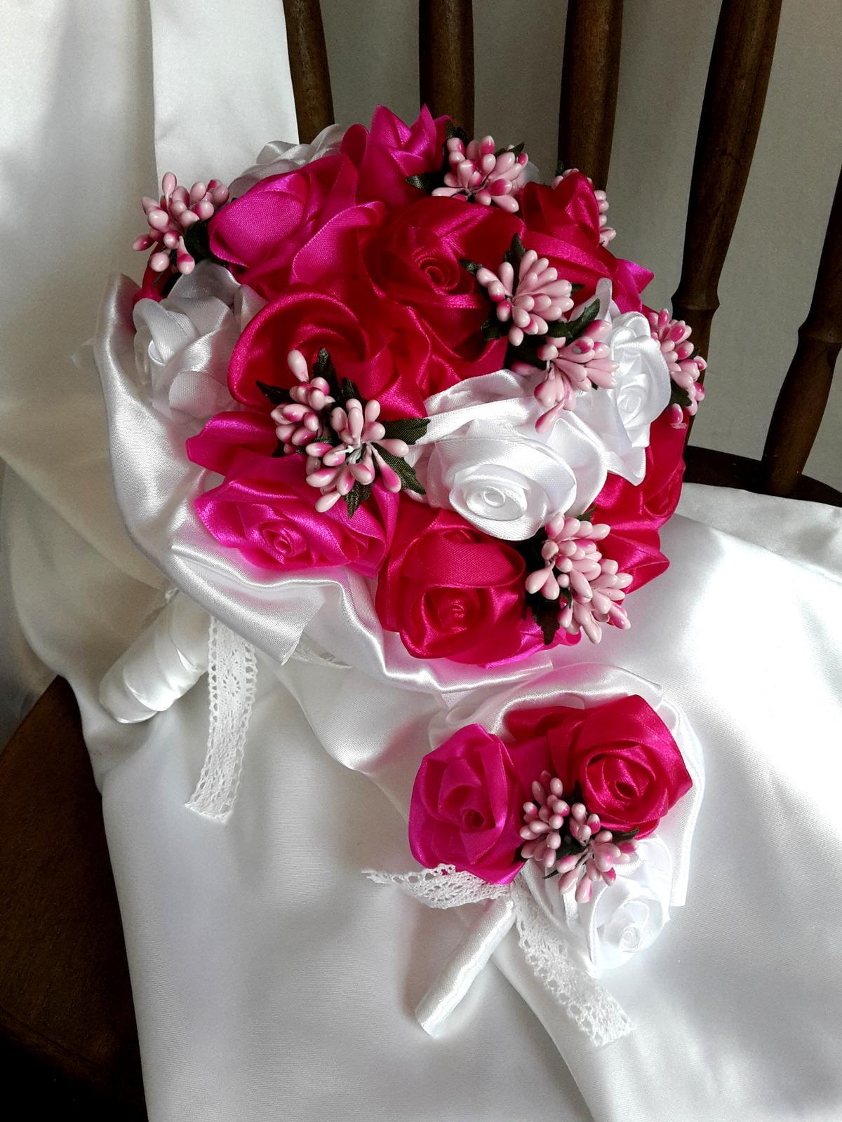 Saténové ruže-bielo cyklámenové,pošta v cene - Obrázok č. 1