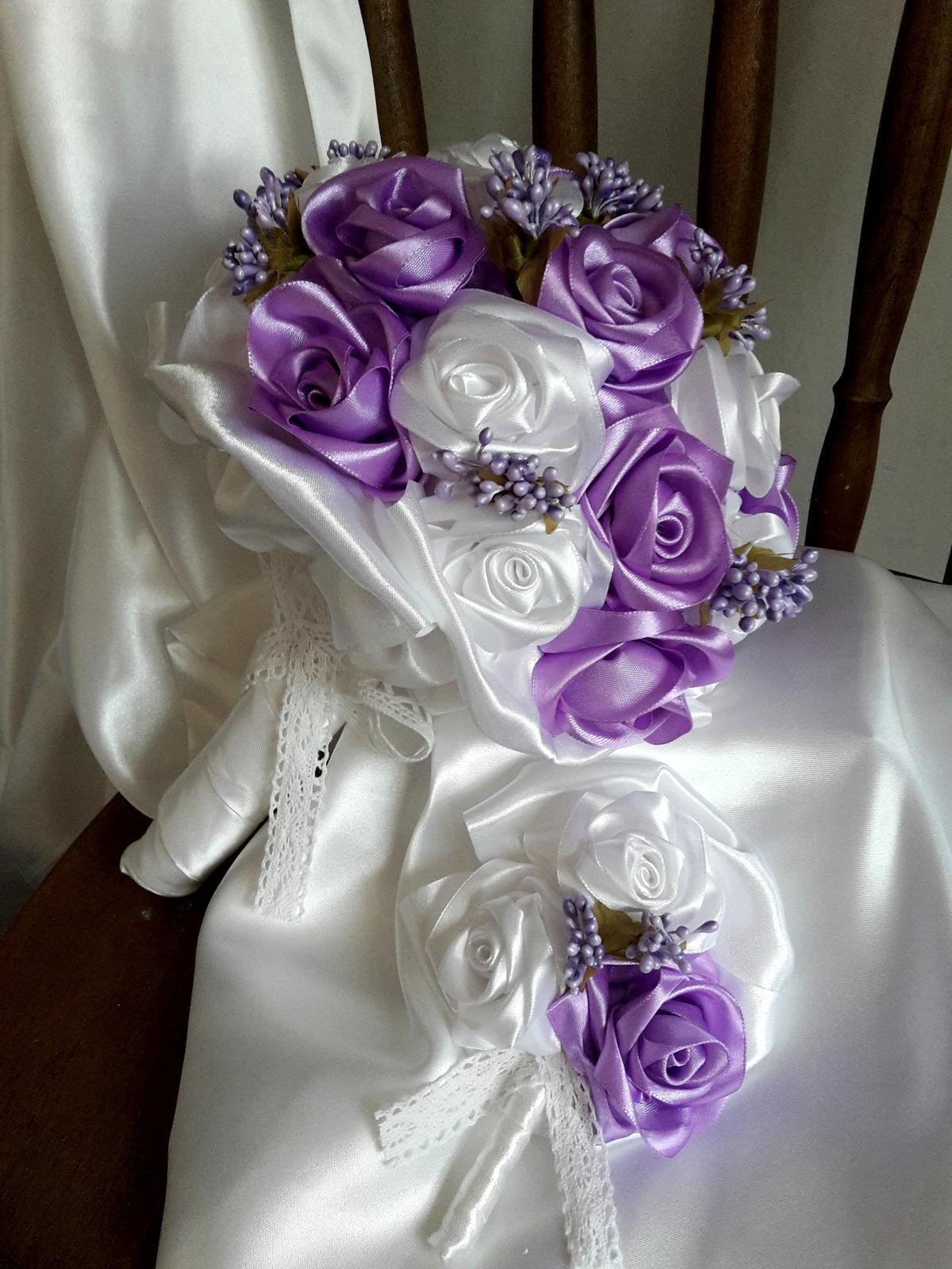 Saténové ruže-bielo fialové,pošta v cene - Obrázok č. 1