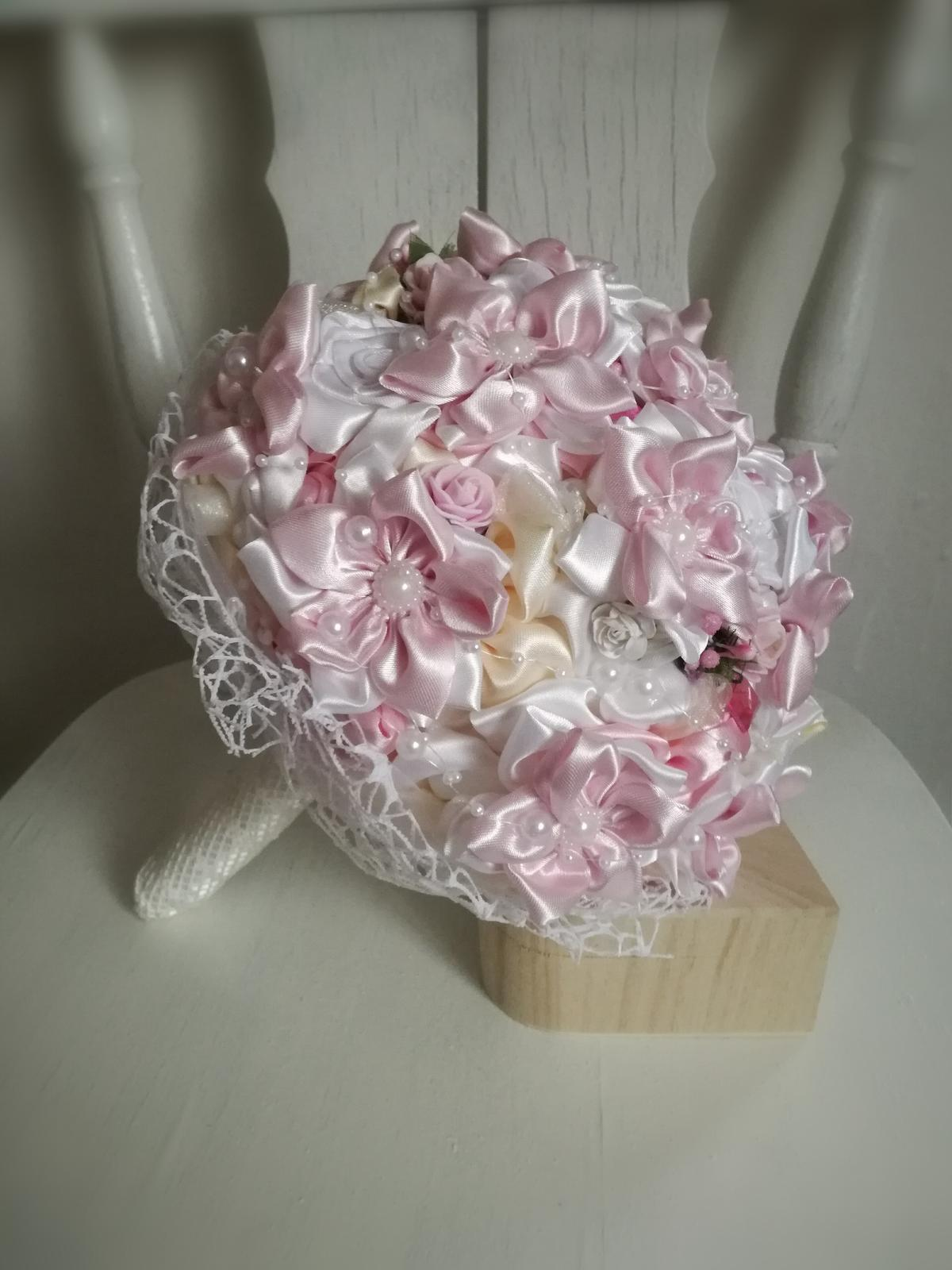 Rozkvitnutá ružovo biela,pošta v cene - Obrázok č. 1