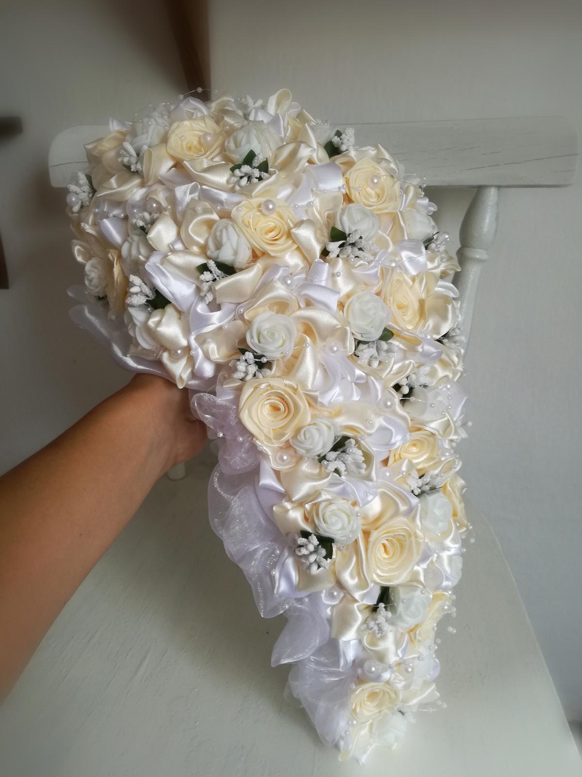 Previslá krémovo biela kytica, pošta v cene - Obrázok č. 1