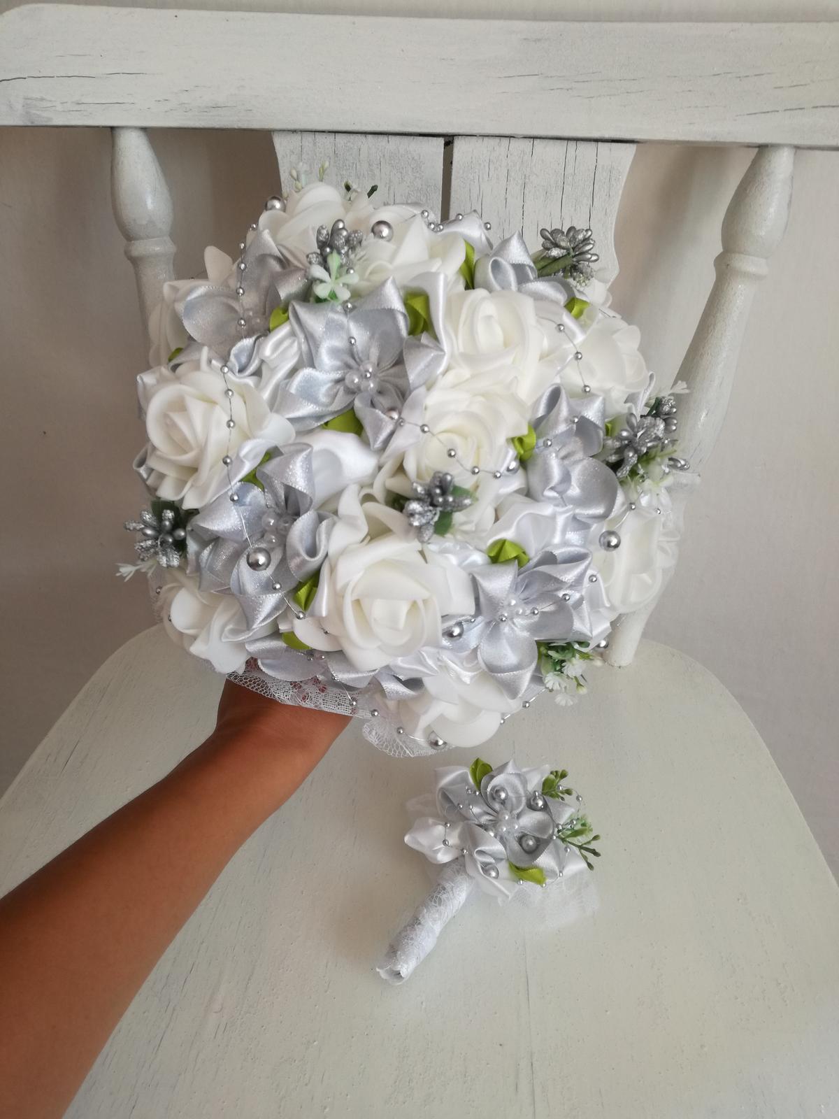 Strieborno biela kytica,pošta v cene - Obrázok č. 1
