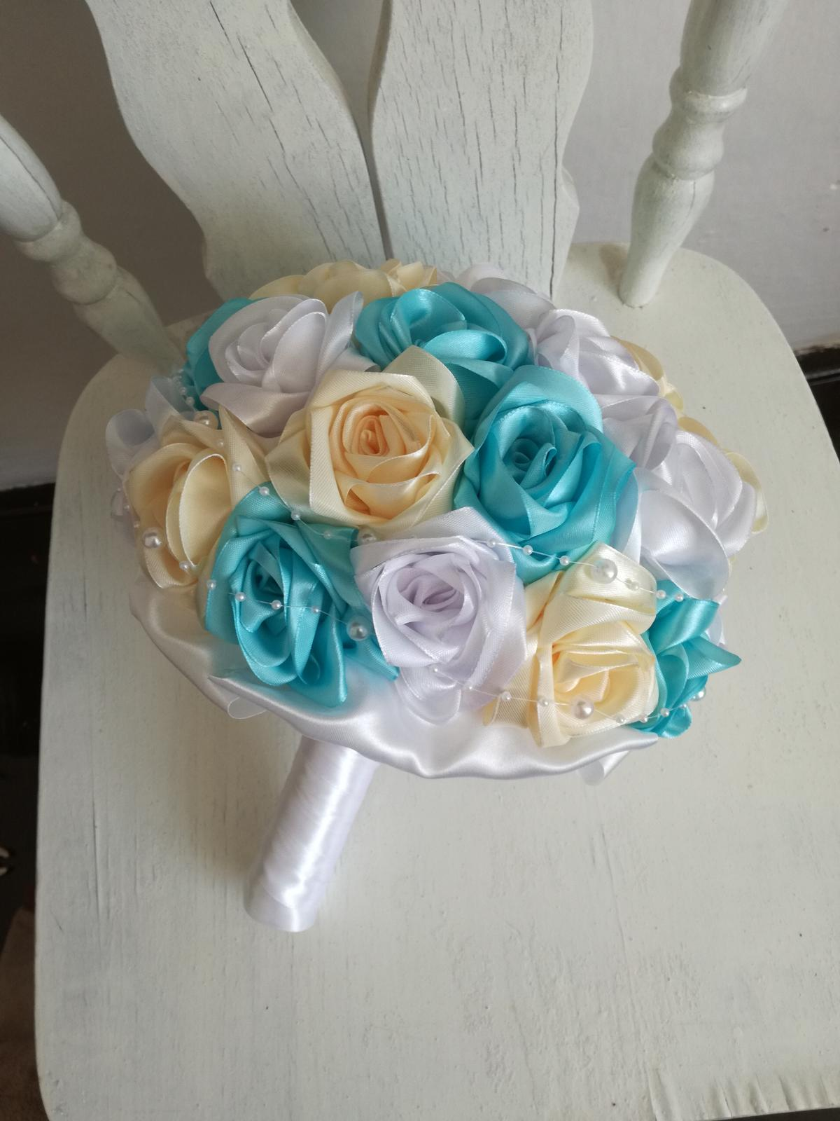 Z ruží krémovo tyrkysová,pošta v cene - Obrázok č. 3
