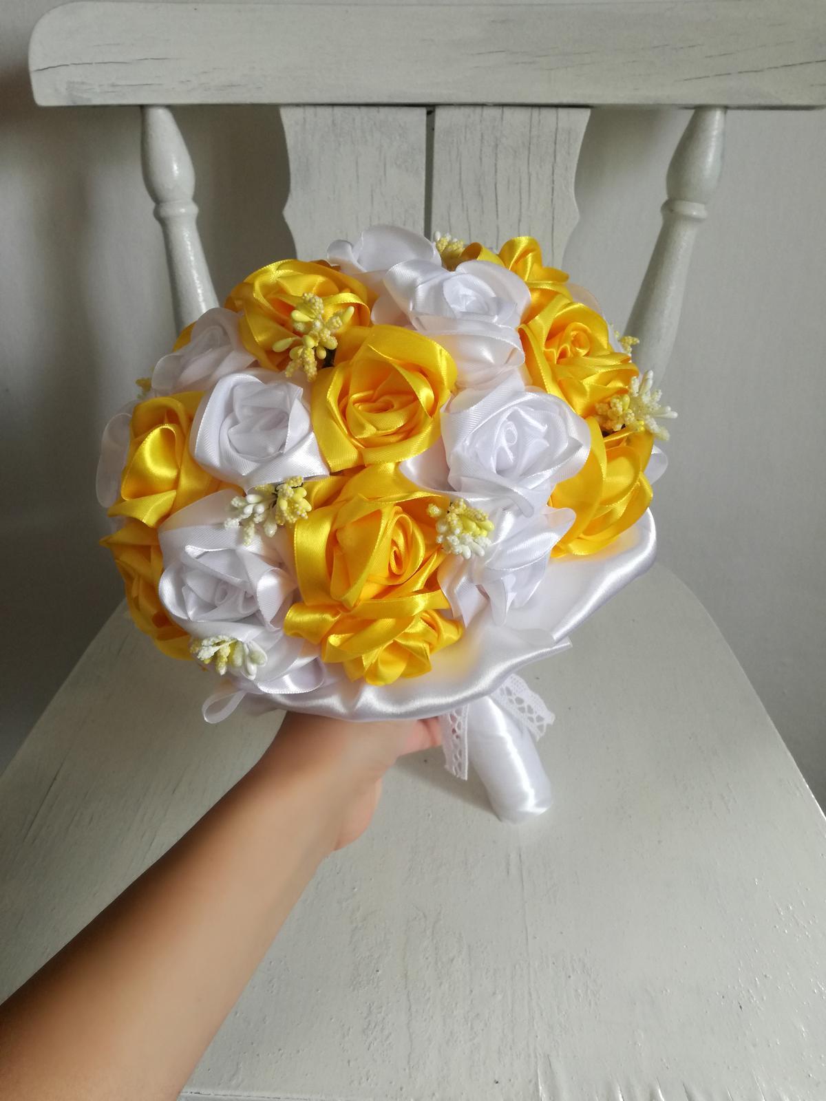 Saténové ruže-žlto biele,pošta v cene - Obrázok č. 3