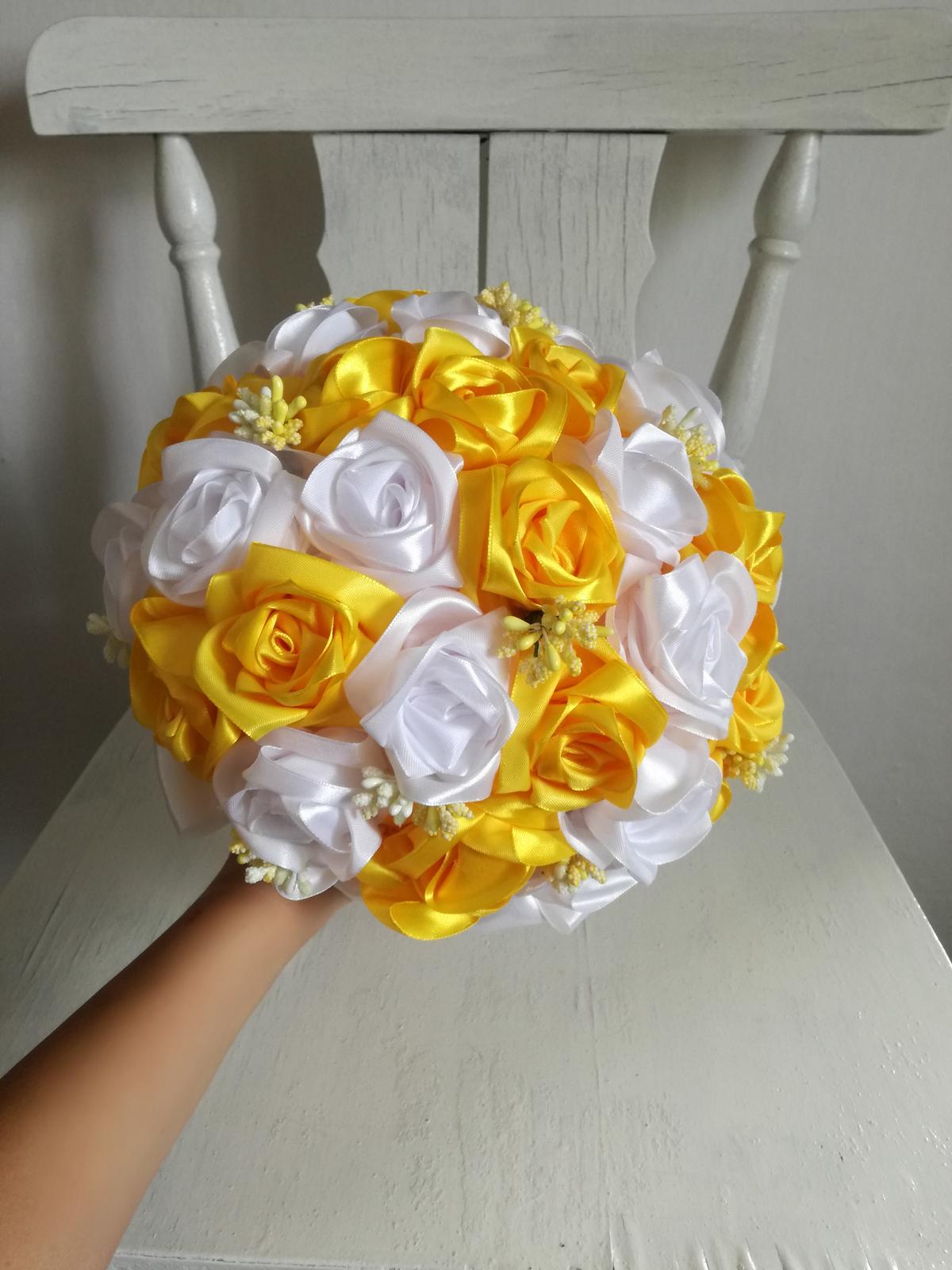 Saténové ruže-žlto biele,pošta v cene - Obrázok č. 2