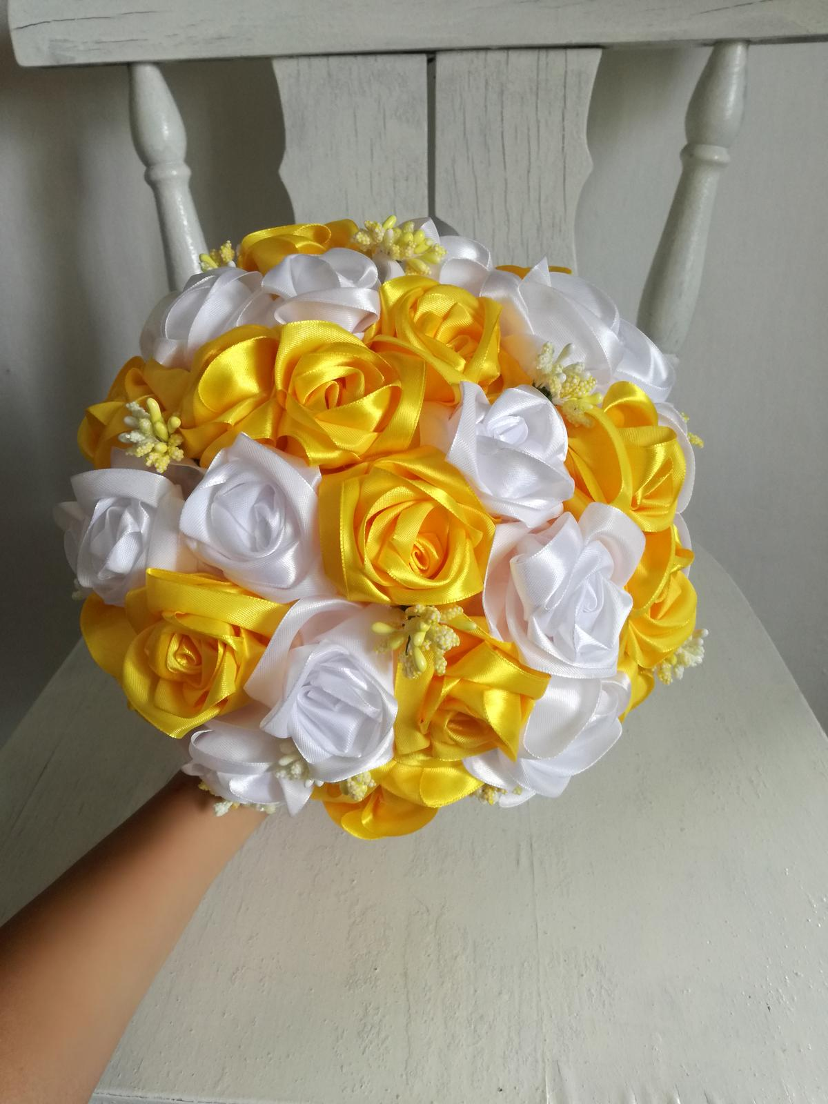 Saténové ruže-žlto biele,pošta v cene - Obrázok č. 1