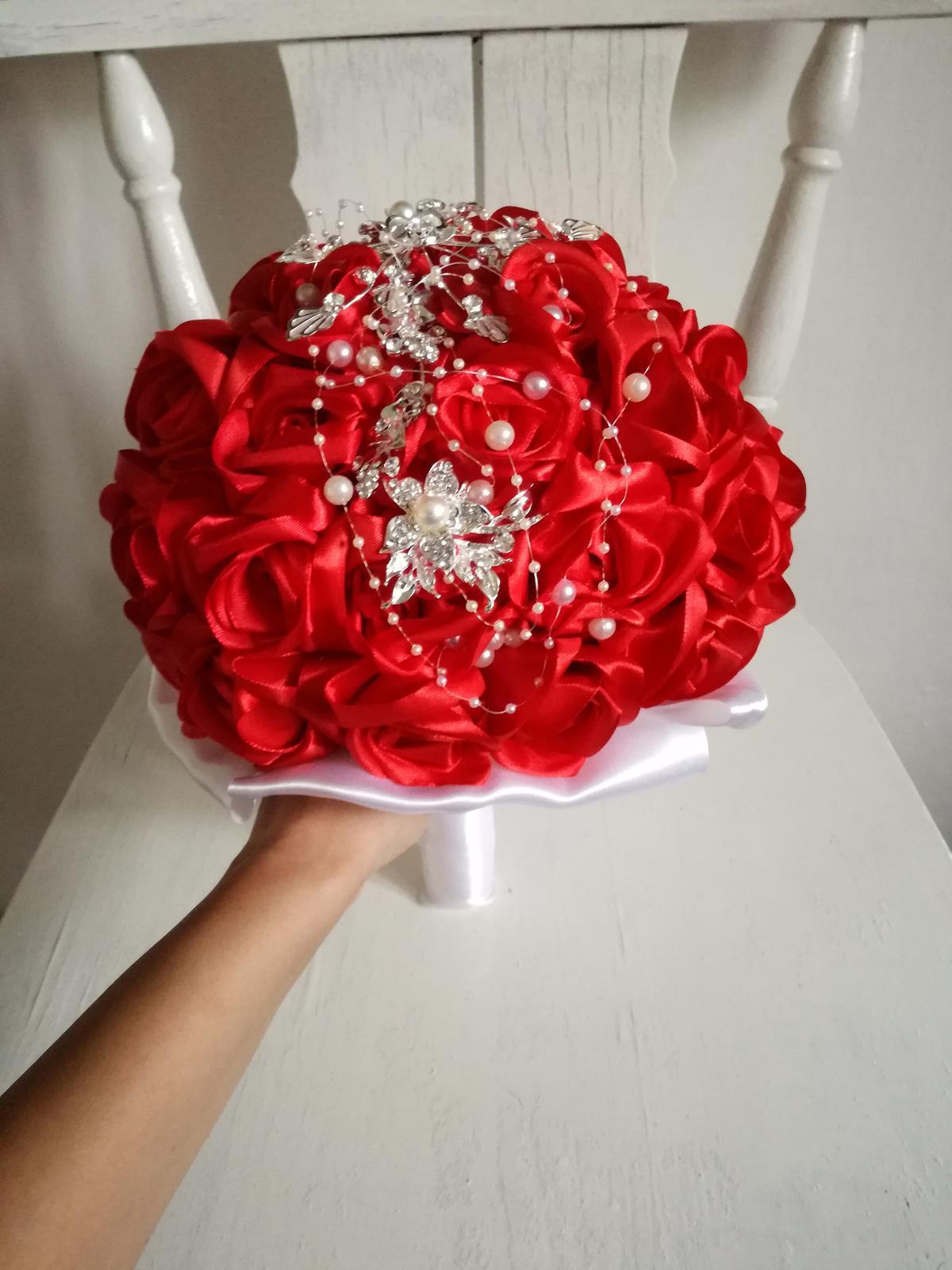 Červené ruže a šperk - Obrázok č. 2