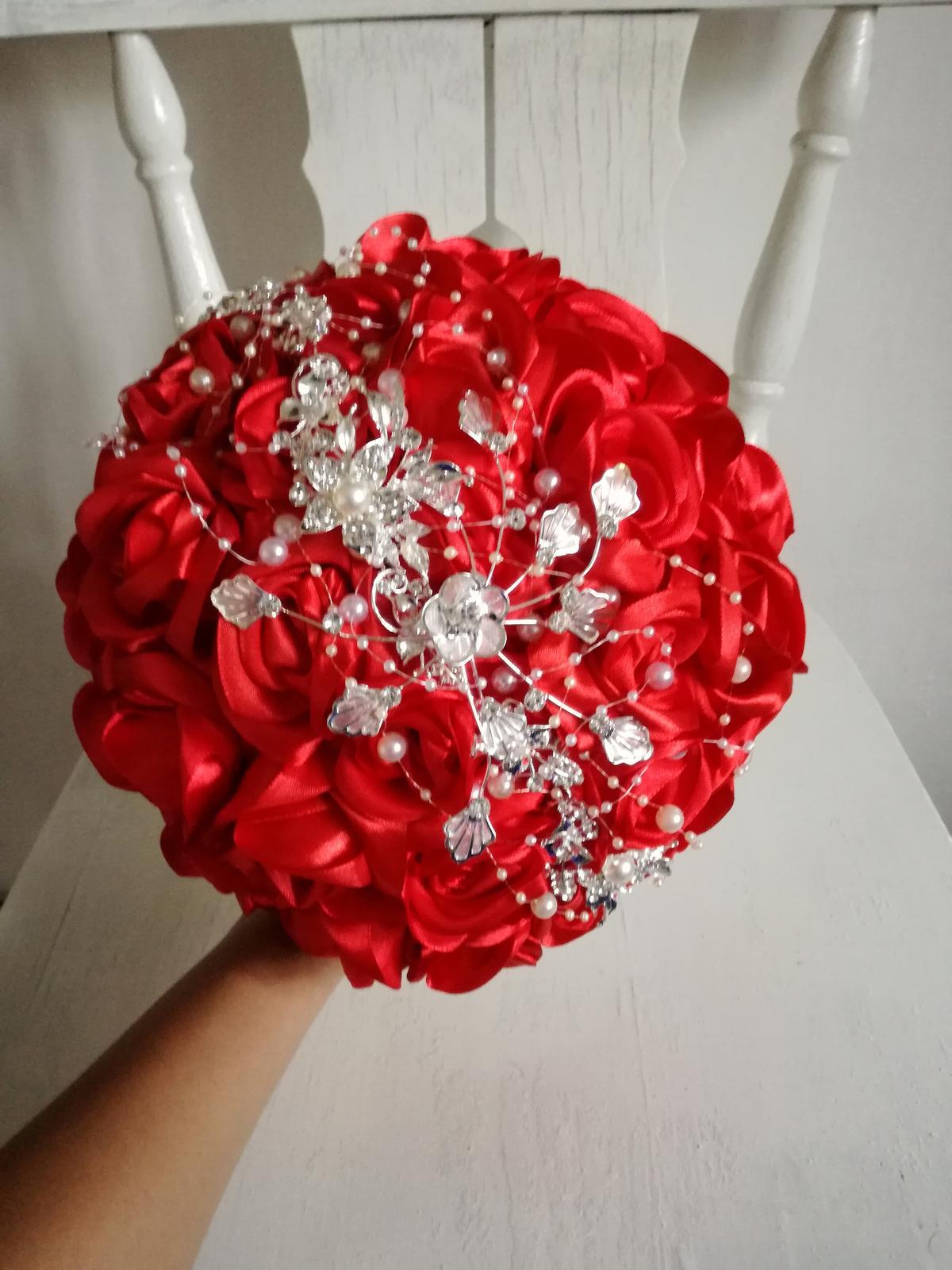 Červené ruže a šperk - Obrázok č. 3