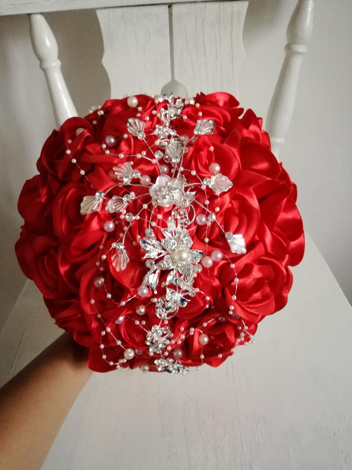 Červené ruže a šperk - Obrázok č. 4
