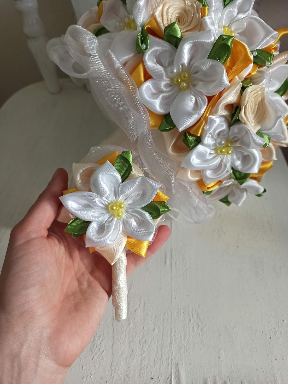 Žlto biela s krémovou a lístkami,pošta v cene - Obrázok č. 2