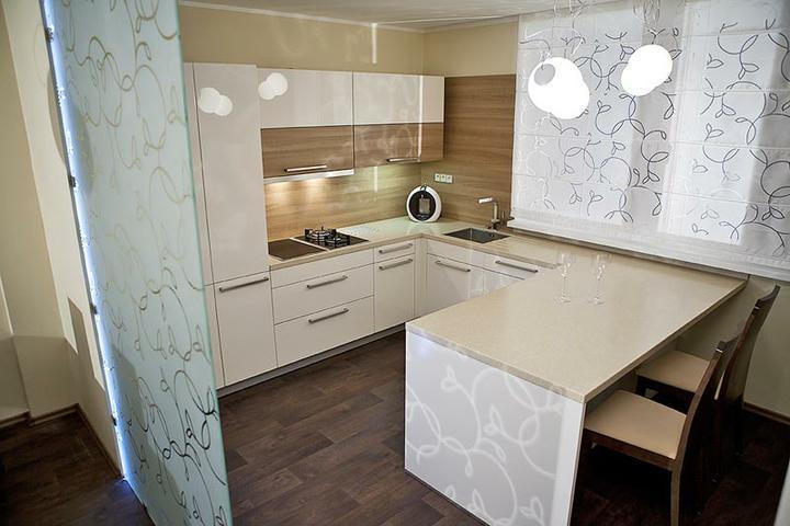 Kuchyně, které mě inspirují..a moje věčné dilema.. - dispozičně i barevně by sedělo..