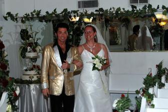 Elvis privadza nevestu