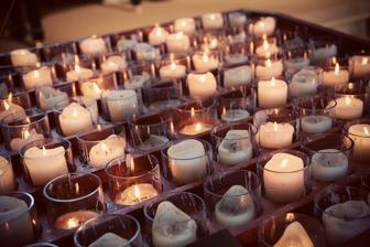 do kostola by bolo krásne :) máme taký tmavý kostol, tak pred oltár by to možno bolo fajn :)