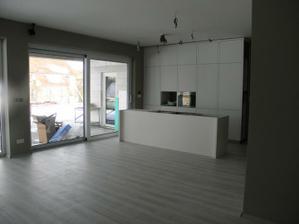 18.2.2012 - pomaly upratujeme motame sa a cakame na dvere a betonovu dosku do kuchyne....
