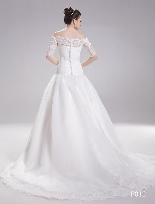 Šaty - ...kdybych neměla zarezervovaný šaty, asi do nich jdu!!