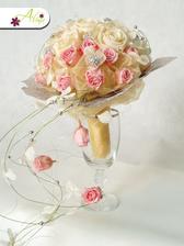 Já ty impregnované růže prostě miluju :-) Kytičky které vydrží hodně dlouhou dobu krásné, jako právě donešené z květinářství.
