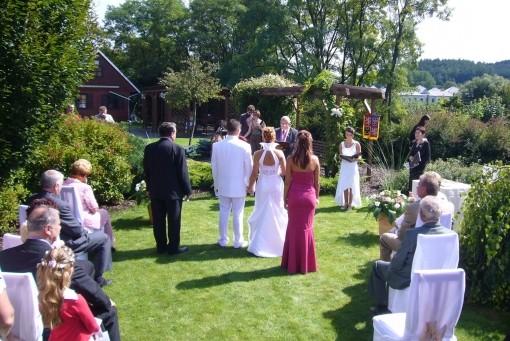 Prvý letný dník 2008 a naša svadba:) - Obrad budeme mať pod holým nebom. Teraz už len sledovať počasie:)