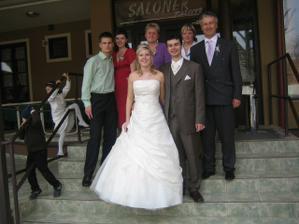 ...manželův bratr s rodinou...