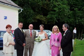 Pred penziéonom s rodičmi, ešte čakáme na opozdených svadobčanov
