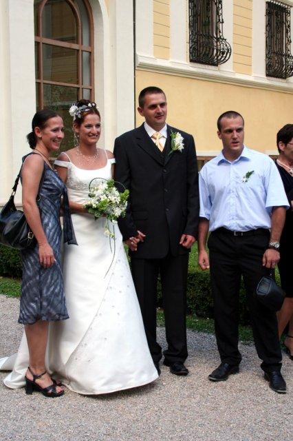 Petra{{_AND_}}Ján - už sme manželia a s úsmevom prijímame gratuláccie (moja zlatá kolegyňka s priateľom)