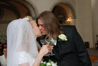 8-první manželský polibek