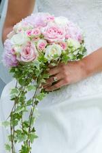 Kvety jednoznačne ružovo-zelené, a biela mi tam vadiť nebude :)
