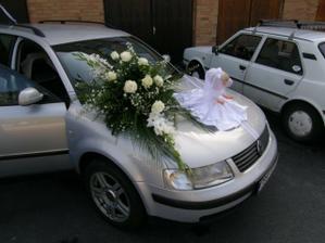 auto nevěsty, chtěla jsem kytku i panenku, i když se má dávat jen jedno:)
