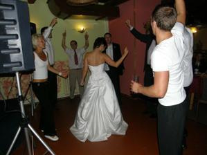 rušili jsem noční klid, tanec se přesunul do vinárny:)