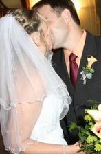 a novomanželské políbení..