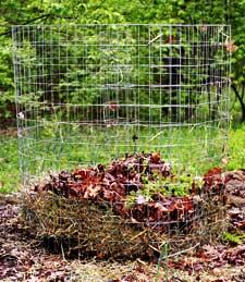 Zahradne inspiracie z netu - Kompost.Dobry a lacny napad :) uz som si na zahradke postavila take dva.Len si treba kupit pevne pletivo...