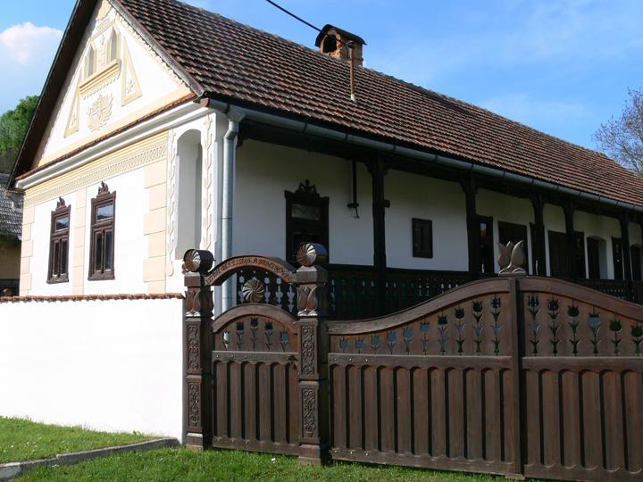 Domček v záhrade - Môj sen :) Zemplínsky dom s gánkom :)