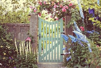 Domček v záhrade - Tato branka u mna vyhrava.Toto leto by sme ju zrealizovali :)