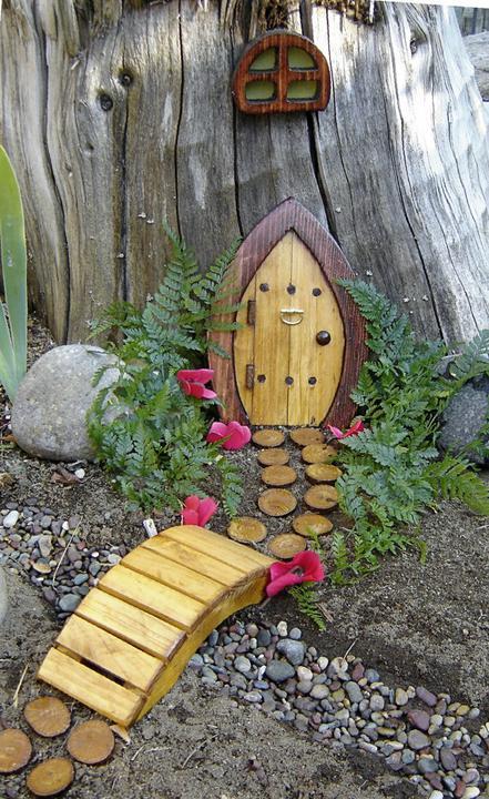 Zahradne inspiracie z netu - Domček pre záhradnú vílu :)